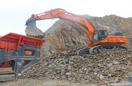 Aberdeen contractors snap up 52 tonne excavator