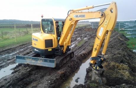 Selwood spends £2million on Hyundai excavators