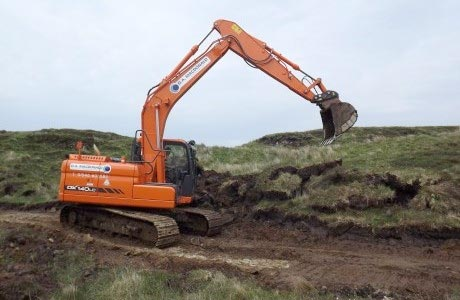 Excavator plays key role in hydro project