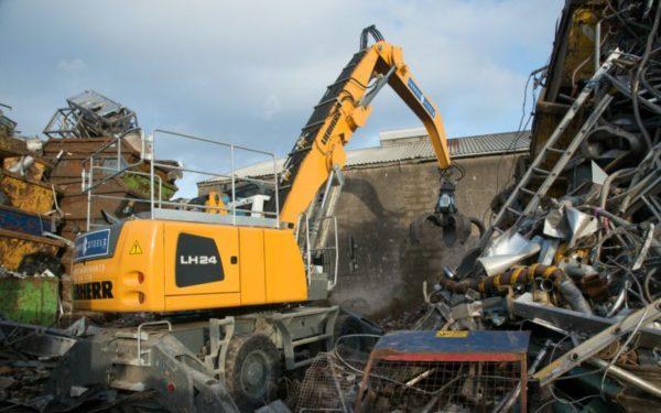 Material handler shows its metal in Grangemouth