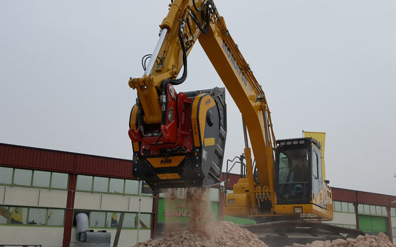 "Worsley Plant to unveil ""compact and versatile"" crushing bucket"