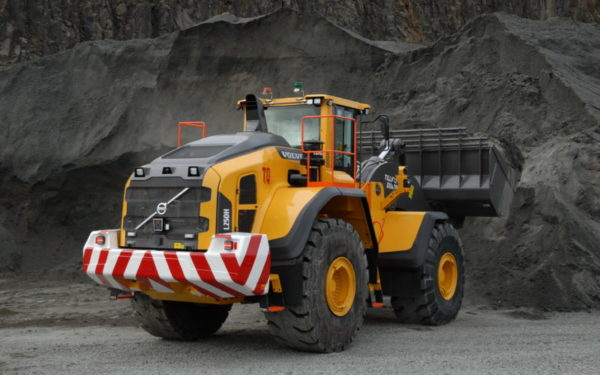 Tillicoultry Quarries goes large with latest loading shovel